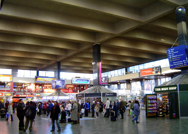Euston_station_concourse